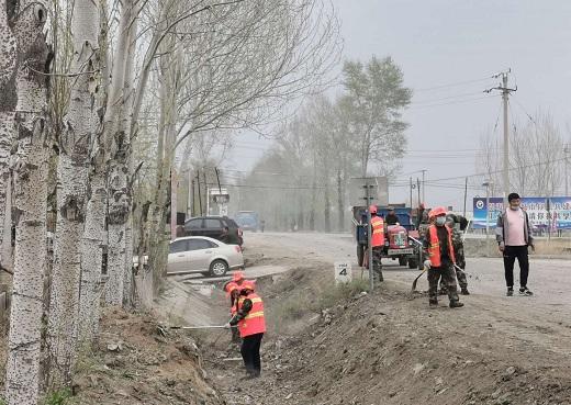 黑龙江省宝清县农村公路事业发展中心开展过境公路沿线环境整治