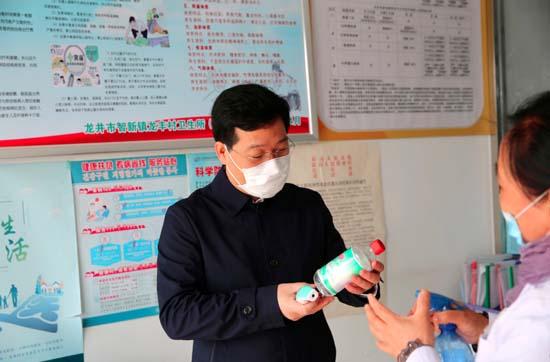 这个扶贫干部让人感觉心里特踏实 ——访龙井市委常委副市长杨文军