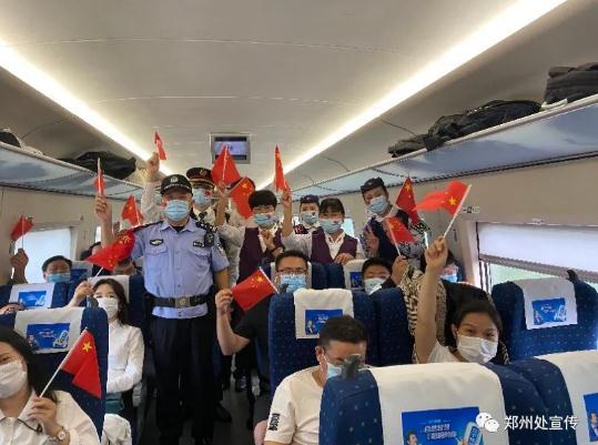 月满华诞情系祖国|郑州乘警五大队守护您的出行平安!