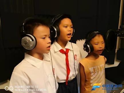 海南:临高新盈红西海小学师生爱唱《南海谣》