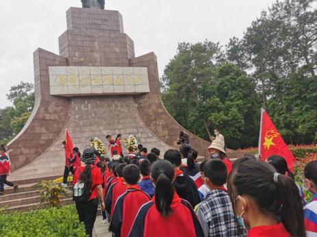 湖北京山坪坝镇小学开展寻访红色足迹赓续红色精神教育活动