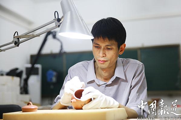 黄夏洪:从书法到陶艺的艺术人生