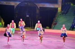 榆次乌金山狂欢谷马戏表演营造出欢快的演出氛围