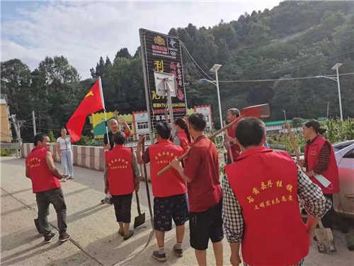 洪水退去 四川古蔺县开展复工复产清淤消杀