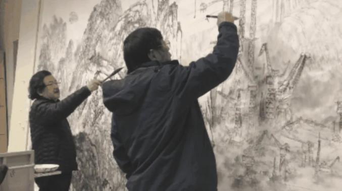 画家施江城、张军合作的这幅山水画,被中央党史馆作为重要藏品收藏
