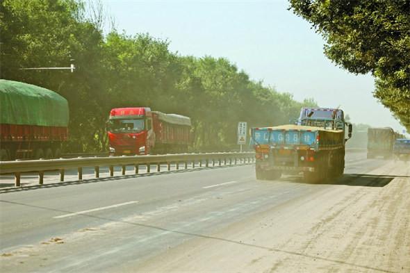 加强道路扬尘整治 提升全县环境质量