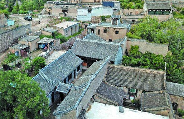 晋中市榆次区相立村改善设施美化环境 游客纷至沓来