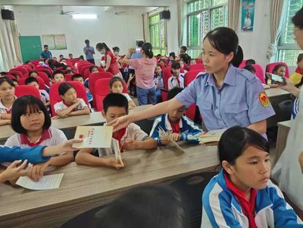 海南:临高县关工委法制教育进校园活动