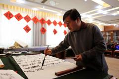 北京:何氏书画院多名书画家挥毫迎新春