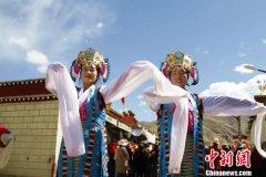西藏民主改革60年 高原儿女唱响《我和我的祖国》