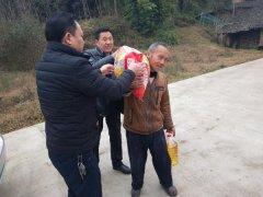 平昌县得胜镇宏图村深入开展遍访贫困户活动