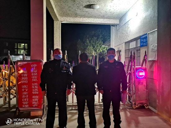 """为出入方便,两男子盗窃""""公共路灯""""家用被拘"""