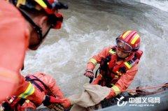 义乌市消防救援支队水域救援队坚守一线抗台27小时